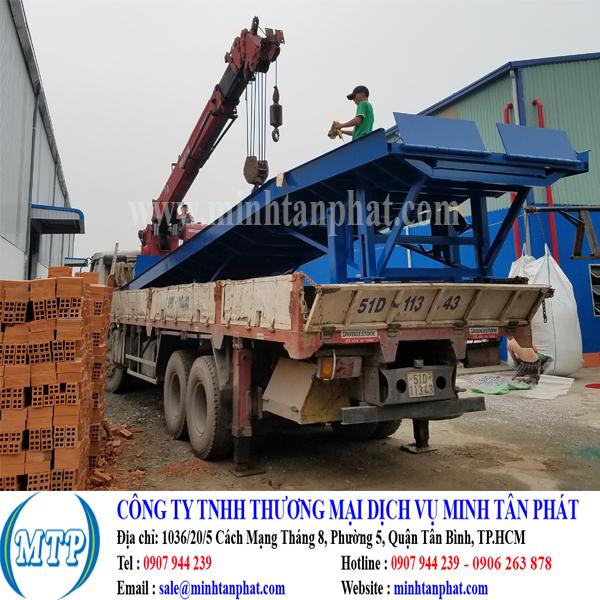 Sản xuất cầu lên container, cầu dẫn xe nâng cho nhà máy, xưởng sản xuất