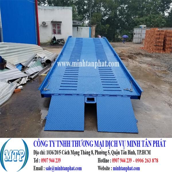 Cầu lên container, cầu dẫn xe nâng vận chuyển hàng lên container