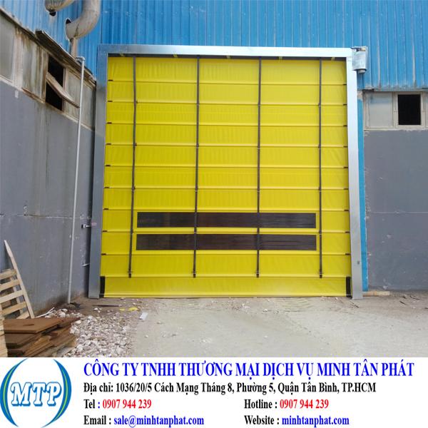 Cửa đóng mở nhanh dạng gấp ở cửa ra vào nhà máy