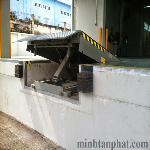 sàn nâng cơ khí -  Mechanical dock leverler