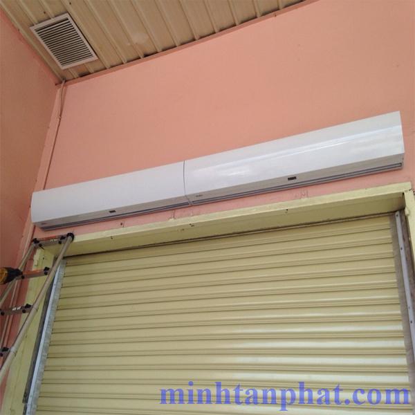 quạt chắn gió nedfon ngăn lạnh cửa kho sản xuất