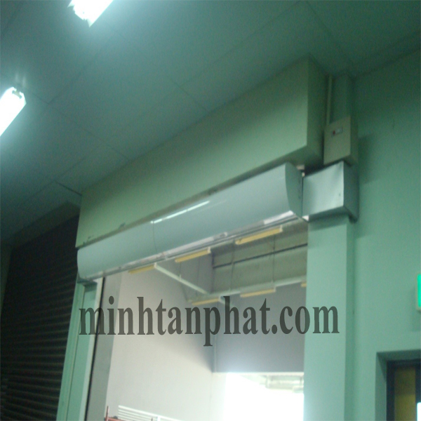 quạt chắn gió ngăn lạnh cửa ra vào khu sản xuất