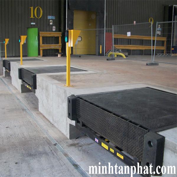 lắp đặt sàn nâng tự thủy lực cho nhà kho
